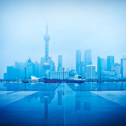 雨「モダンな街です。上海のパノラマに広がる眺め」:スマホ壁紙(1)