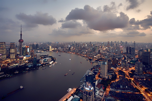 4k「近代的な街並みと上海の街並みの眺め」:スマホ壁紙(0)