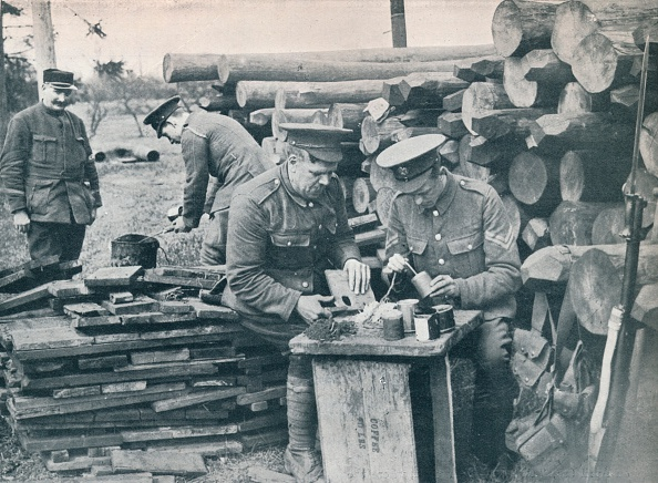 Homemade「British engineers with the Expeditionary Force making hand grenades out of tobacco tins, c1914.」:写真・画像(18)[壁紙.com]