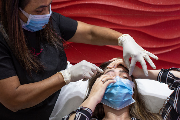 Threading「Nail Salons Reopen In England As Lockdown Eases」:写真・画像(11)[壁紙.com]