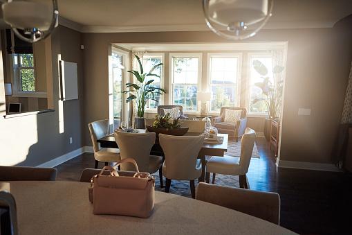 露出オーバー「スタイリッシュで快適な家に家を回す」:スマホ壁紙(8)