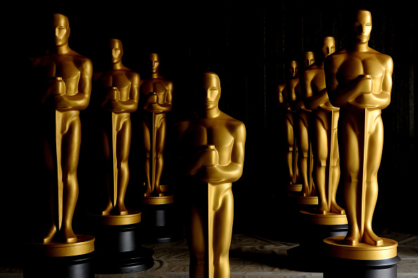 Preparation「Academy Of Motion Picture Arts And Sciences' Oscar Statue Painting」:写真・画像(3)[壁紙.com]