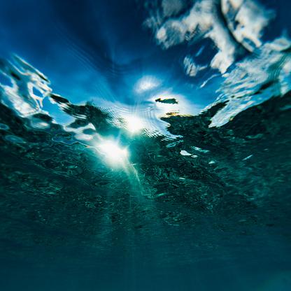 Water Surface「Gentle surface ripples breaking sunlight into beams」:スマホ壁紙(18)