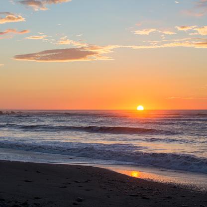 Westland - South Island New Zealand「Golden sunset over the Tasman Sea, Okarito」:スマホ壁紙(17)