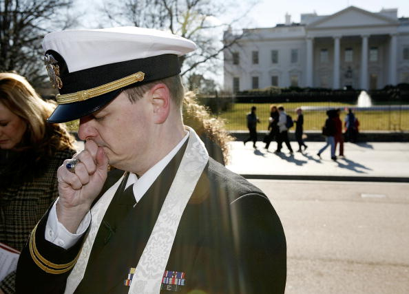 Joshua Roberts「Navy Chaplain Protests Military Prayer Rights」:写真・画像(8)[壁紙.com]