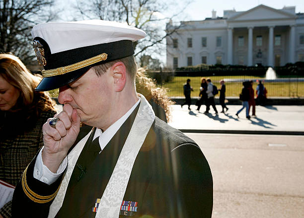 Navy Chaplain Protests Military Prayer Rights:ニュース(壁紙.com)
