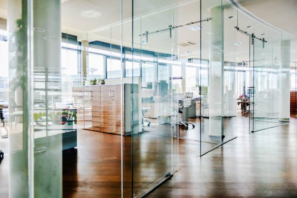 Shot Of An Empty Office Environment:スマホ壁紙(壁紙.com)