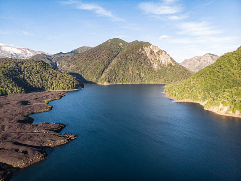 The Nature Conservancy「Verde Lake in Conguillio National Park」:スマホ壁紙(10)