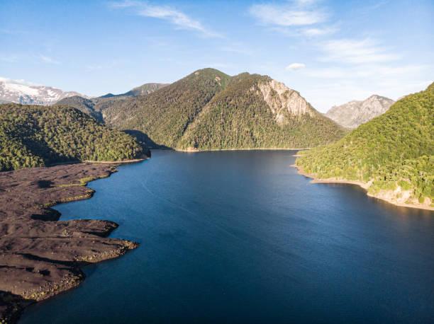 Verde Lake in Conguillio National Park:スマホ壁紙(壁紙.com)