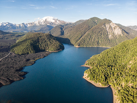 The Nature Conservancy「Verde Lake in Conguillio National Park」:スマホ壁紙(1)
