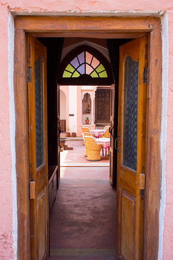 Rajasthan「India, Rajasthan, Alwar, Heritage Hotel Ram Bihari Palace, courtyard」:スマホ壁紙(18)
