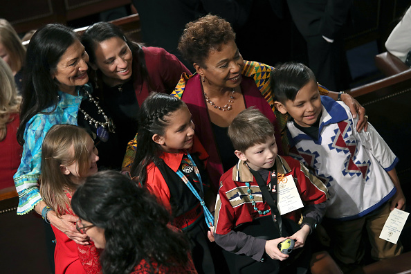 Sharice Davids「House Of Representatives Convenes For First Session Of 2019 To Elect Nancy Pelosi (D-CA) As Speaker Of The House」:写真・画像(7)[壁紙.com]