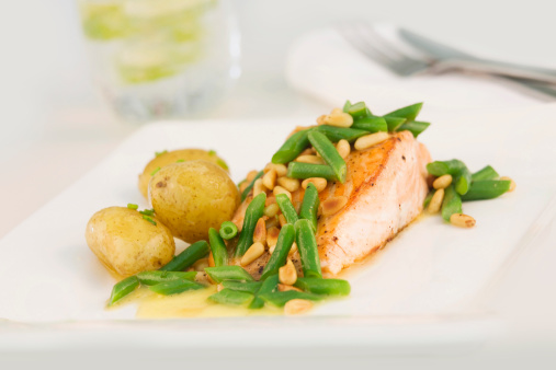 Pine Nut「Salmon with new potatoes, green beans and pine nut」:スマホ壁紙(5)