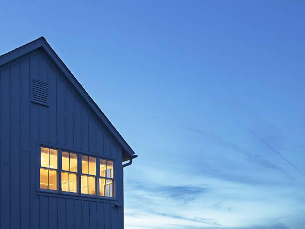 Lit windows of home at dusk:スマホ壁紙(壁紙.com)