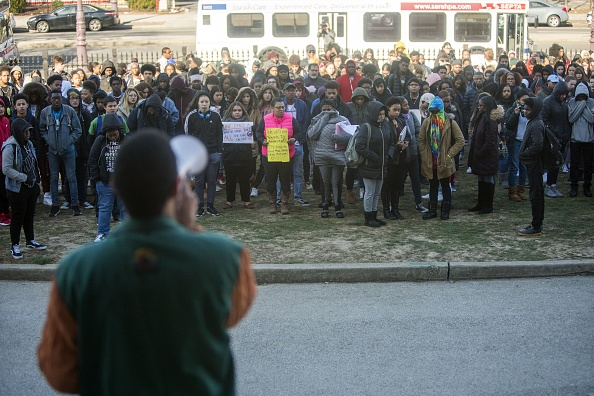 National School Walkout「Across U.S., Students Walk Out Of Schools To Address School Safety And Gun Violence」:写真・画像(14)[壁紙.com]