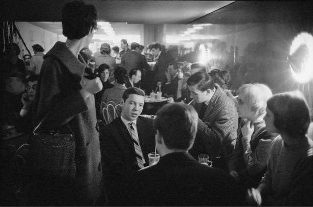 Students At Campi Bar In Cologne. Germany. 1955. Photograph By Franz Hubmann:ニュース(壁紙.com)