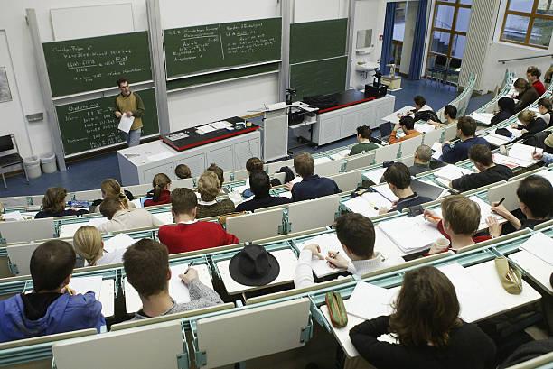 German Politicians Debate Future of Universities:ニュース(壁紙.com)