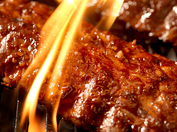Pork ribs on the BBQ grill with bright flame:スマホ壁紙(壁紙.com)