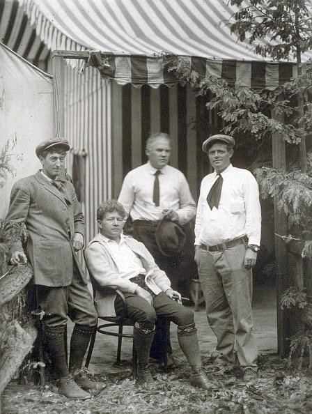 Grove「Jack London (r) with George Sterling, James Hopper, Harry Leon Wilson, Bohemian Grove, 1913」:写真・画像(9)[壁紙.com]