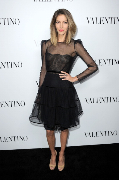Lace Dress「Valentino Rodeo Drive Flagship Opening」:写真・画像(8)[壁紙.com]