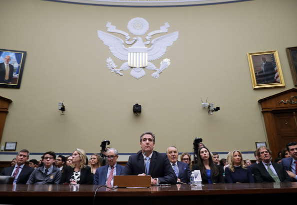 Paying「Former Trump Lawyer Michael Cohen Testifies Before House Oversight Committee」:写真・画像(12)[壁紙.com]