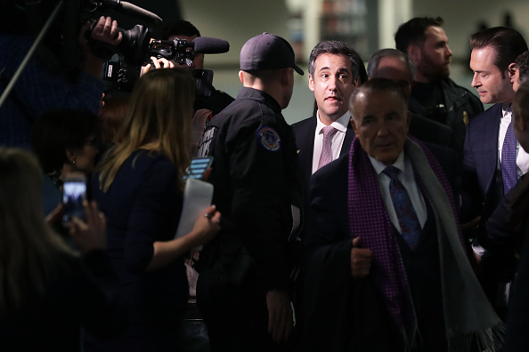 Paying「Former Trump Lawyer Michael Cohen Appears Before Closed Senate Intelligence Committee」:写真・画像(17)[壁紙.com]
