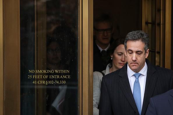 背景に人「Former Trump Lawyer Michael Cohen Attends His Sentencing Hearing」:写真・画像(17)[壁紙.com]