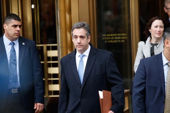背景に人「Former Trump Lawyer Michael Cohen Attends His Sentencing Hearing」:写真・画像(12)[壁紙.com]