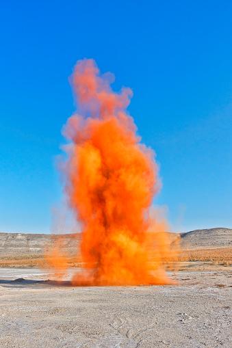 Sportsperson「Colorful orange smoke bombs action in showing」:スマホ壁紙(14)