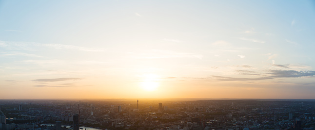 Moody Sky「London at sunset.」:スマホ壁紙(4)