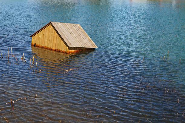 House Floating On Water - XLarge:スマホ壁紙(壁紙.com)