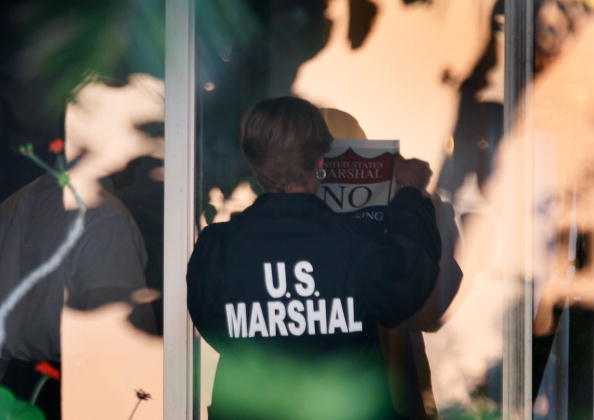 USA「U.S. Marshals Begin Seizing Madoff's Assets」:写真・画像(9)[壁紙.com]