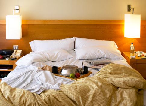 Duvet「Tray of food on bed in hotel room」:スマホ壁紙(16)