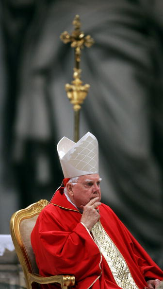 Joe Raedle「US Cardinal Law Holds Mass in Vatican」:写真・画像(17)[壁紙.com]