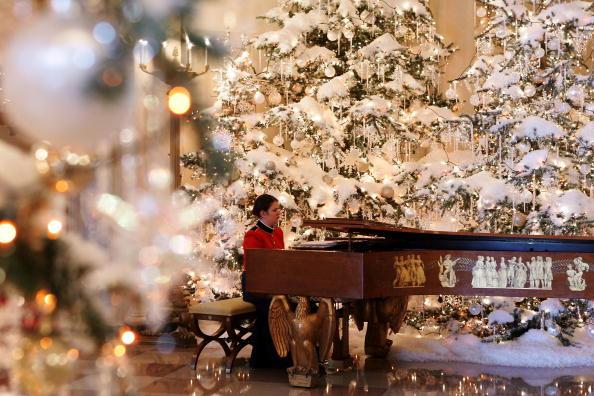 雪だるま「First Lady Laura Bush Shows White House Christmas Decorations」:写真・画像(6)[壁紙.com]