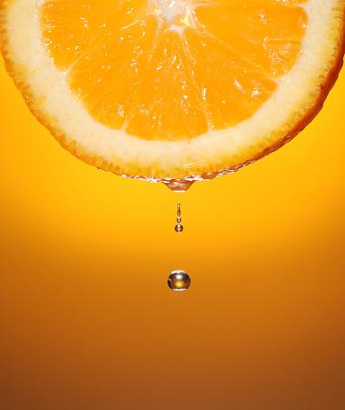 Orange - Fruit「Droplet of orange juice dripping from a slice of orange」:スマホ壁紙(11)