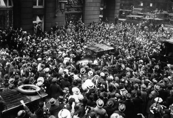 Director「Chaplin Arrives」:写真・画像(4)[壁紙.com]