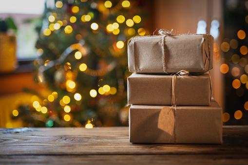 Gift「Christmas Presents On Wooden Table.」:スマホ壁紙(14)