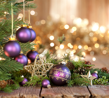 Glitter「Christmas Purple Baubles and Gold Lights Background」:スマホ壁紙(3)