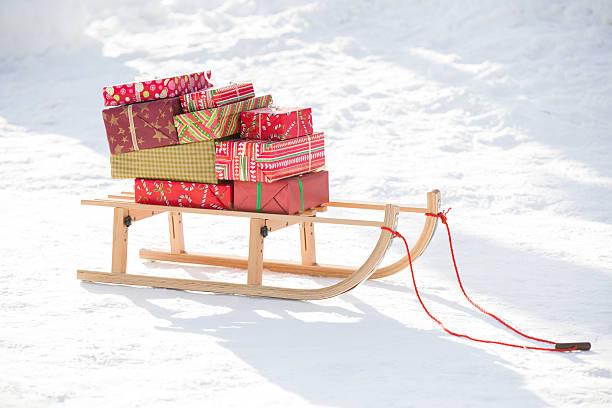 Christmas Presents on the sled:スマホ壁紙(壁紙.com)