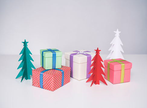 Paper Craft「Christmas presents and paper christmas trees」:スマホ壁紙(3)
