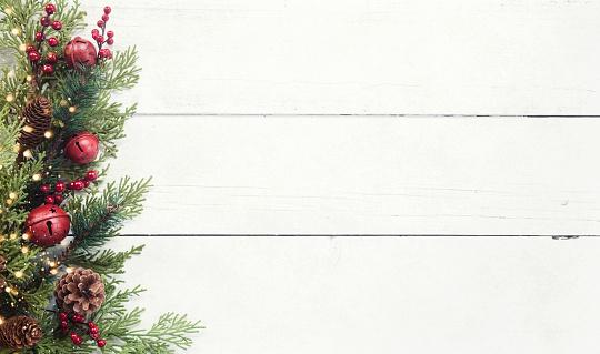 Christmas Decoration「Christmas pine garland border on an old white wood background」:スマホ壁紙(17)