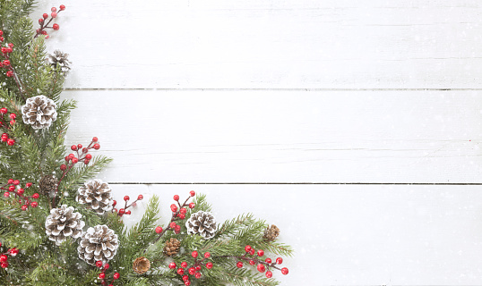 Season「Christmas pine garland border on an old white wood background」:スマホ壁紙(11)