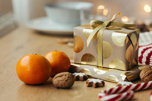 Nut - Food「Christmas presents, tangerines, walnuts, candy canes and cinnamon stars」:スマホ壁紙(1)