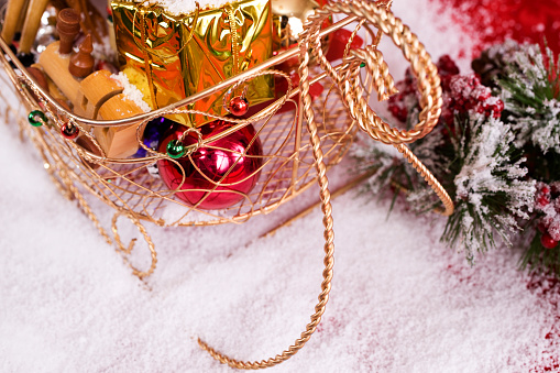 Sled「Christmas Presents in Santa Sleigh on Snow, Copy Space」:スマホ壁紙(18)