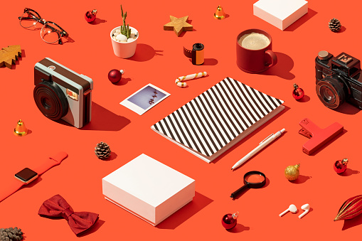 Order「Christmas present, shopping flat lay with gift box mockup, template on red background」:スマホ壁紙(10)
