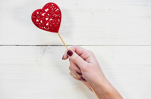 恋愛「Human hand holding Valentines decoration. Debica, Poland」:スマホ壁紙(10)