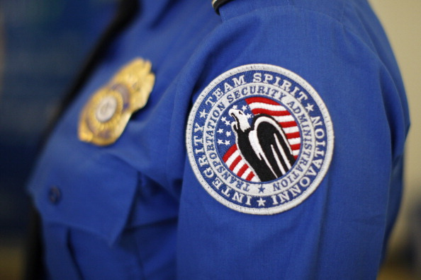 LAX Airport「Homeland Security Chief Jeh Johnson Tours TSA Security Operation At LAX」:写真・画像(15)[壁紙.com]