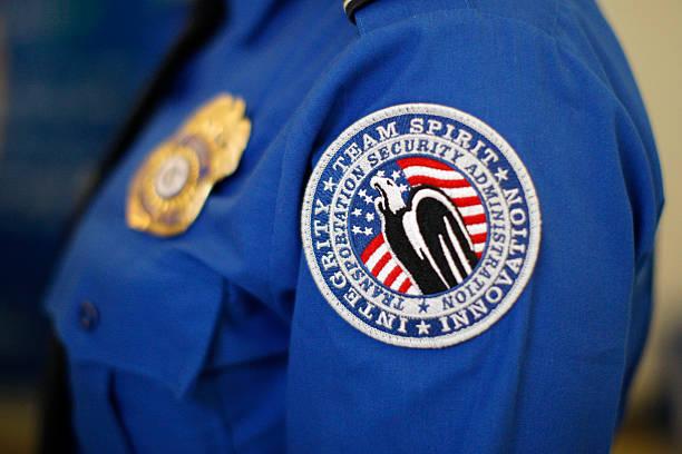Homeland Security Chief Jeh Johnson Tours TSA Security Operation At LAX:ニュース(壁紙.com)