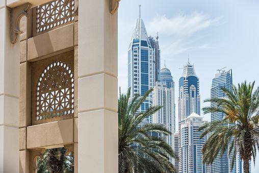 LypseUAE2015「Dubai Cityscape, New Modern Skyscrapers and Contrasting Traditional Architecture」:スマホ壁紙(4)